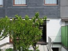 Rückansicht Haus mit Flachdach